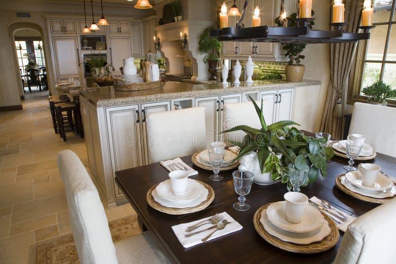 Table de déjeuner à la maison de luxe. photo stock
