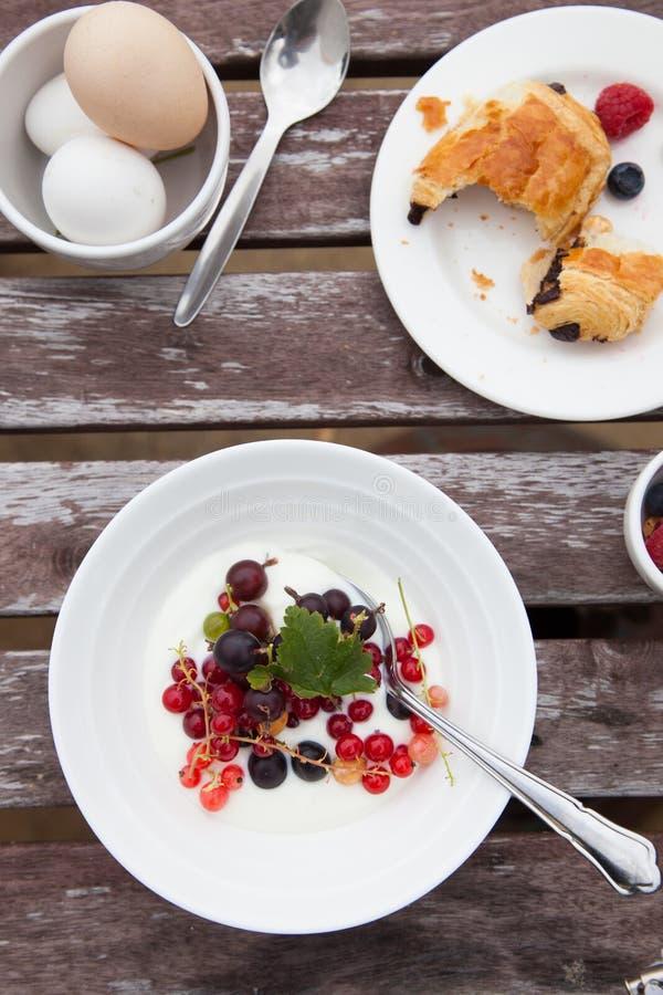Table de déjeuner images libres de droits