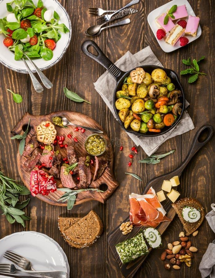 Table de dîner délicieuse photographie stock