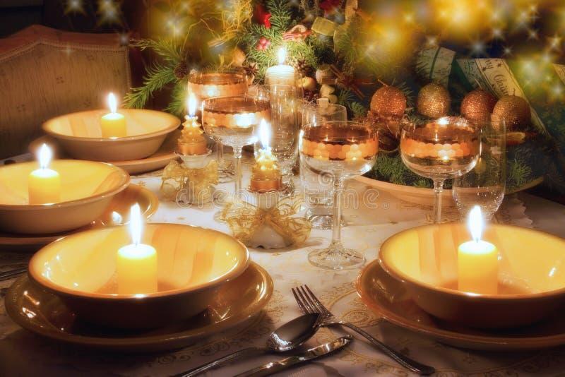 Table de dîner de Noël avec humeur de Noël photographie stock