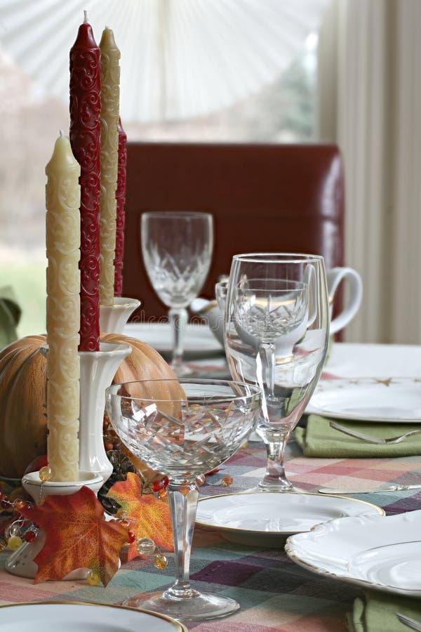 Table de dîner de thanksgiving mise pour le dîner images stock
