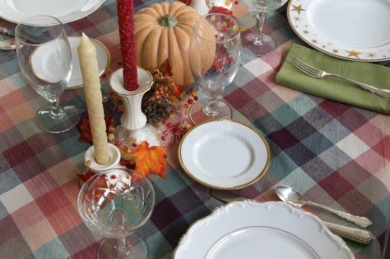 Table de dîner de thanksgiving mise pour le dîner photo stock