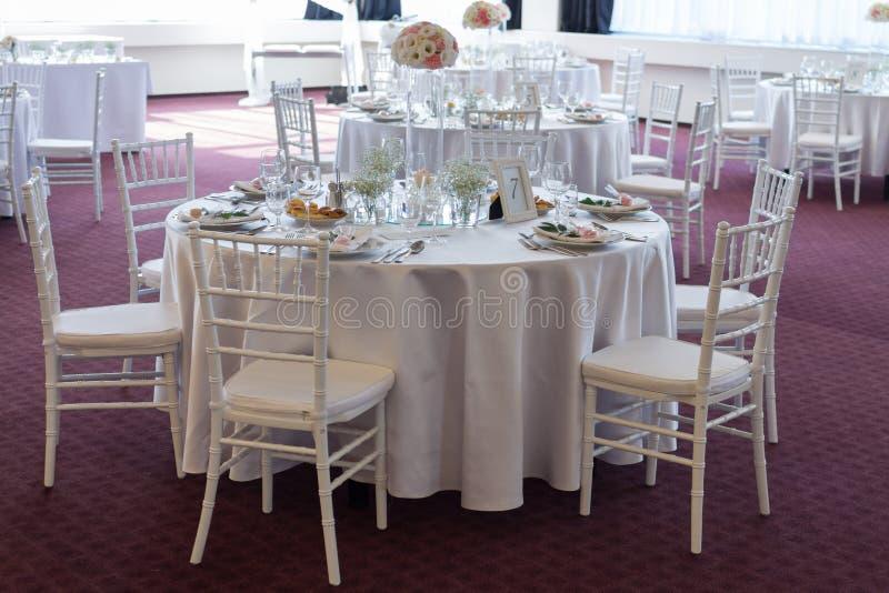 Table de fantaisie mise pour un mariage image stock