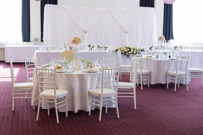 Table de fantaisie mise pour un mariage photographie stock