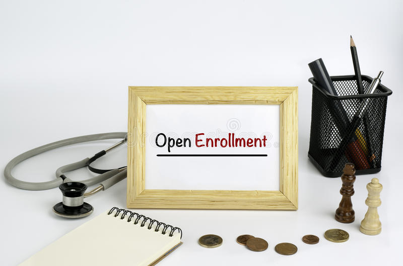 Table de fonctionnement du docteur avec le cadre et le texte - ouverts inscrivez-vous image libre de droits