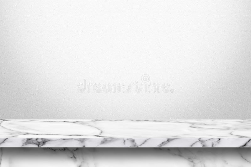 Table de marbre vide avec le fond gris blanc de mur de gradient image stock