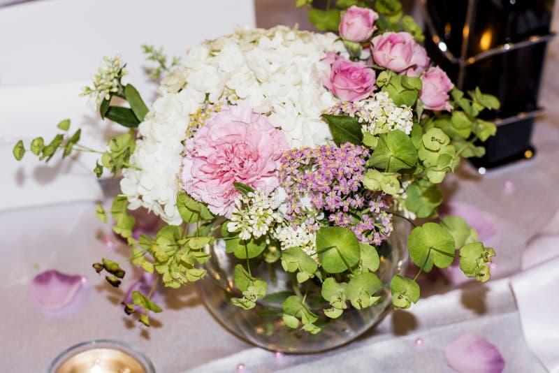 bouquet de marie avec hortensia bouquet de marie main rock with bouquet de marie avec hortensia. Black Bedroom Furniture Sets. Home Design Ideas