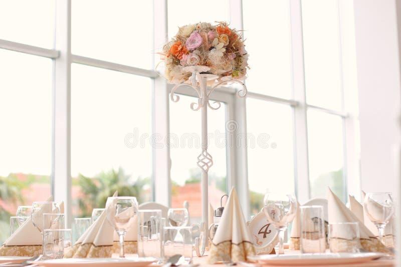 Table de mariage avec des ornements photos libres de droits