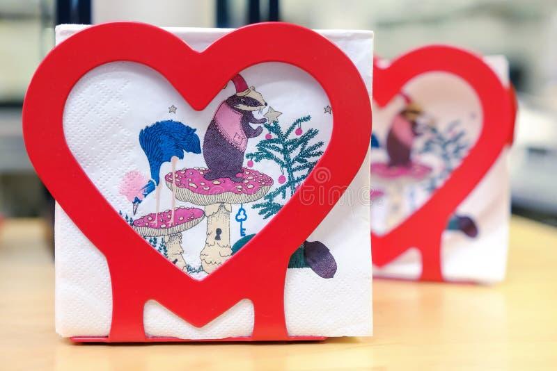 Table de Noël Lanterne de Noël Emballage cadeau Cadeau Intérieur du ` s de nouvelle année photos libres de droits