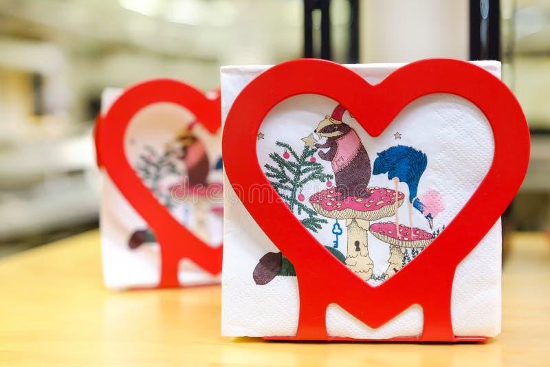Table de Noël Lanterne de Noël Emballage cadeau Cadeau Intérieur du ` s de nouvelle année St Petersburg Russie 11 26 2018 images stock