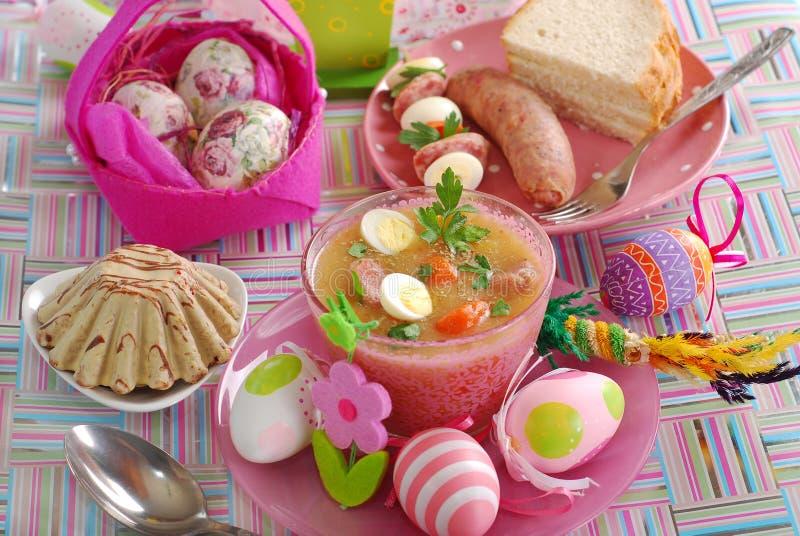 Table de Pâques avec les paraboloïdes polonais traditionnels photographie stock