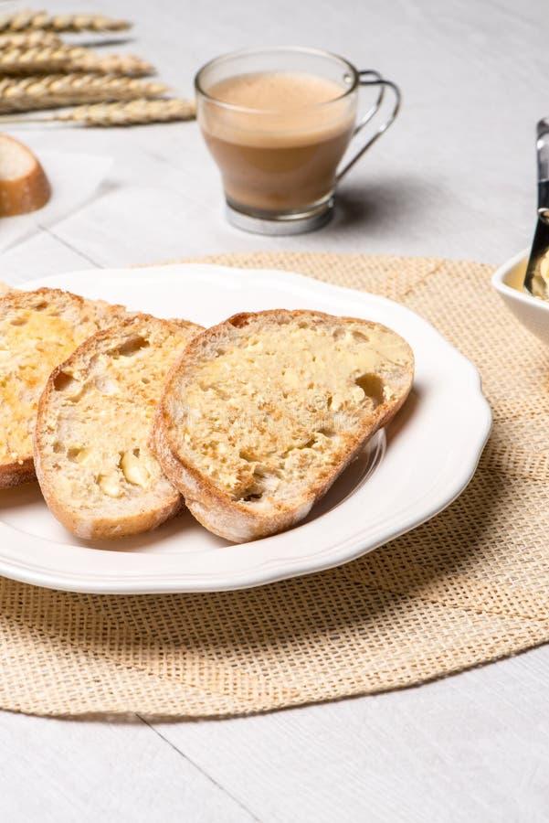 Download Table De Petit Déjeuner Avec Du Pain Grillé Image stock - Image du normal, table: 76090581