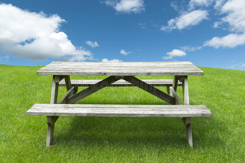 Table de pique-nique photographie stock