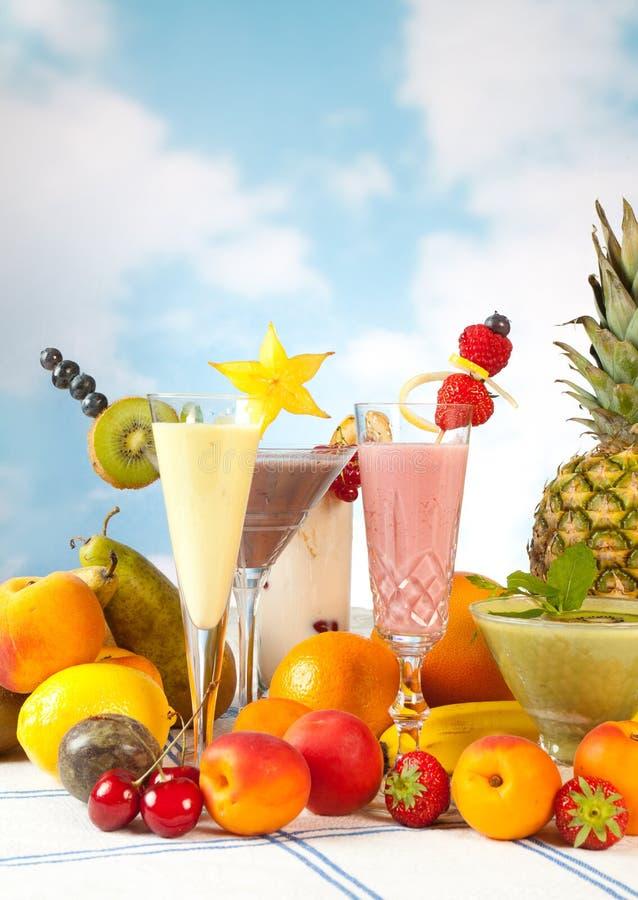 Table de réception avec des fruits image stock