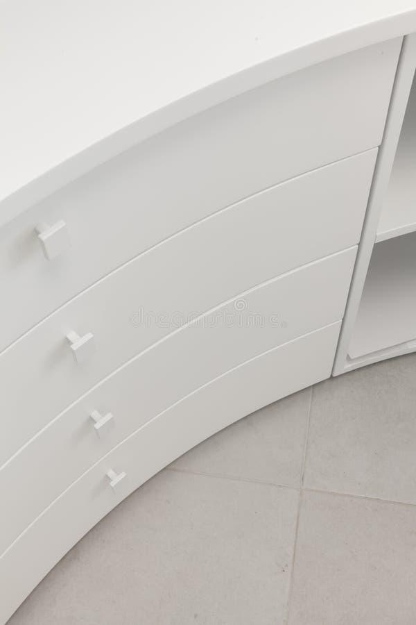 Table de travail blanche de tiroir photographie stock