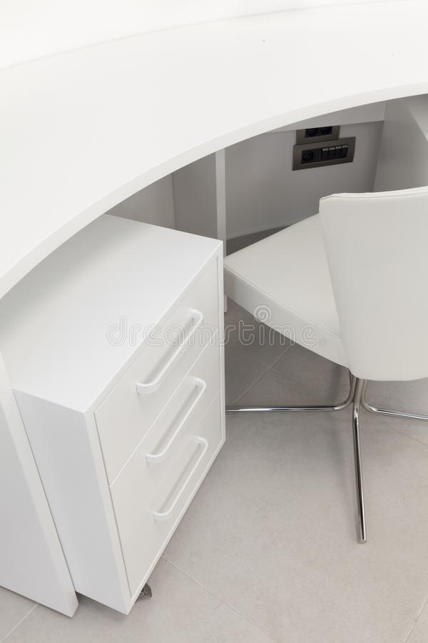 Table de travail blanche de tiroir image libre de droits