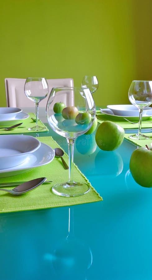 Table dinante dernier cri images stock