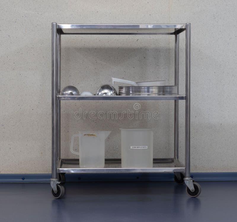 table en métal pour l'équipement image stock