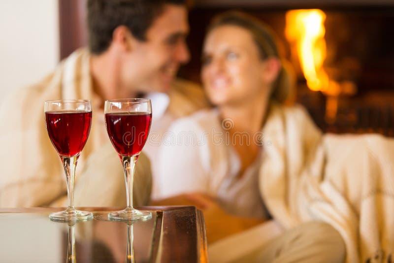 Table en verre de vin images stock