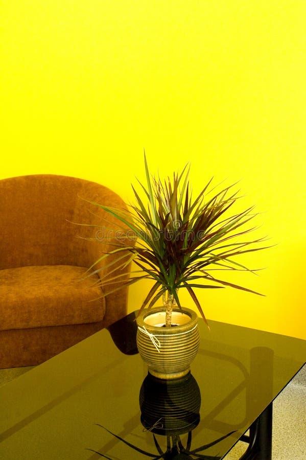 Table et fauteuil en verre photographie stock libre de droits
