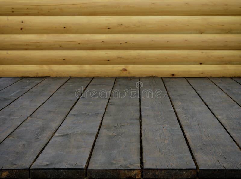 Table foncée en bois vide et image en bois de mur pour la présentation de nourriture photos libres de droits
