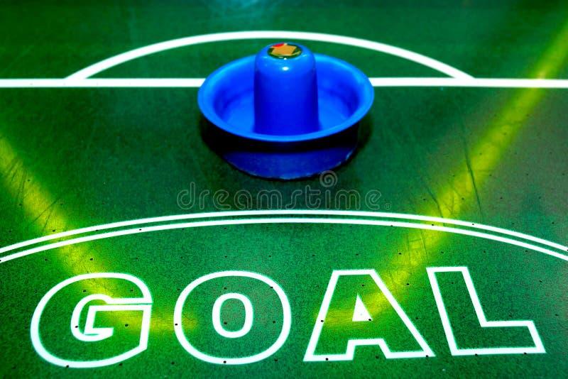 Table lumineuse et brillante d'hockey d'air avec des instruments pour le jeu image libre de droits