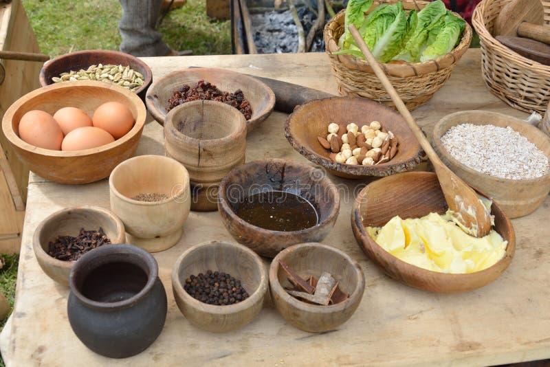 Table médiévale de nourriture photographie stock libre de droits