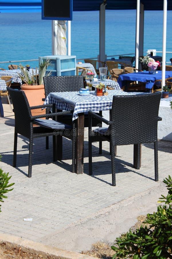 Table méditerranéenne de restaurant photos libres de droits