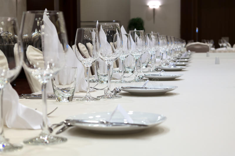 Table servie dans un restaurant photo stock