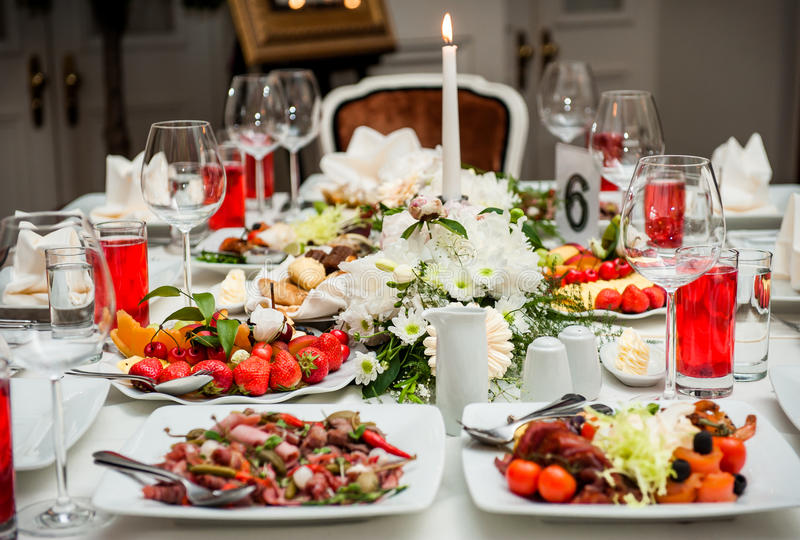 Download Table Setting At Restaurant Stock Photo - Image: 27049826