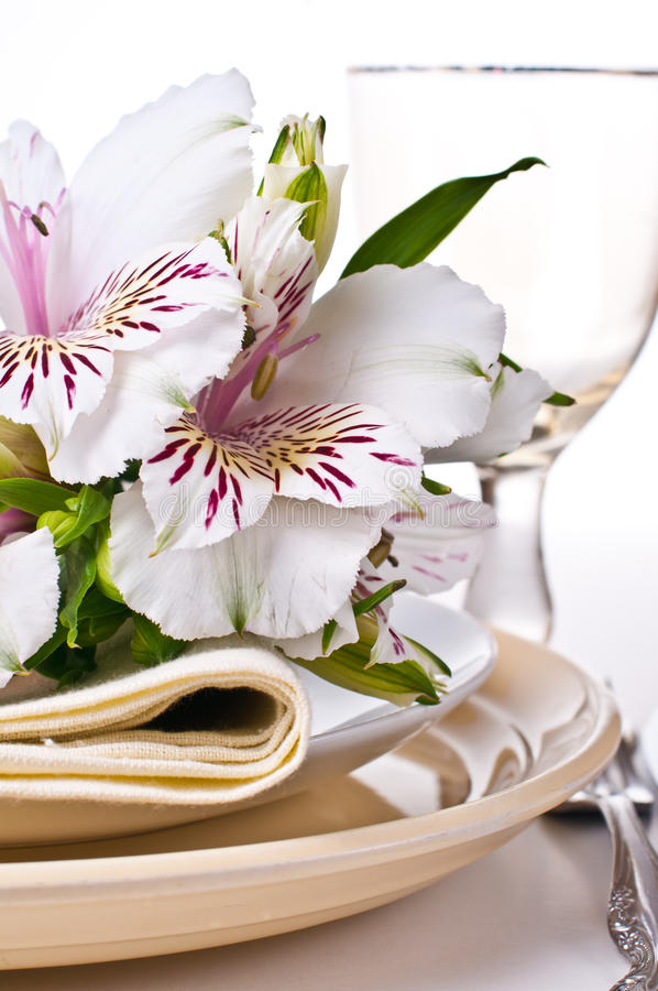 Table Setting With White Alstroemeria Flowers Stock Photos