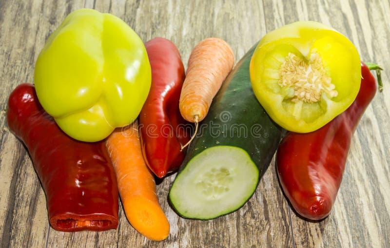 table vegetables wooden royaltyfria foton