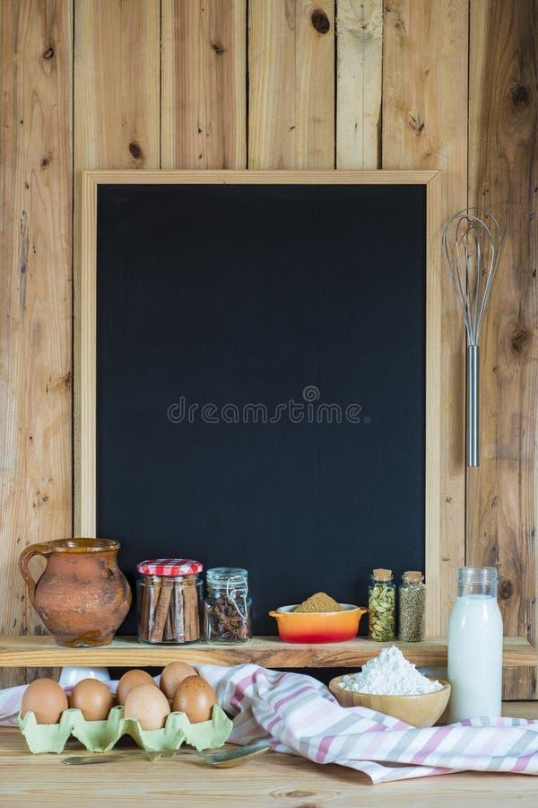 Tableau avec des ingrédients de l'espace et de pâtisserie de copie photo stock