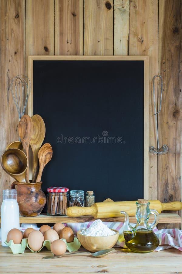 Tableau avec des ingrédients de l'espace et de pâtisserie de copie photographie stock