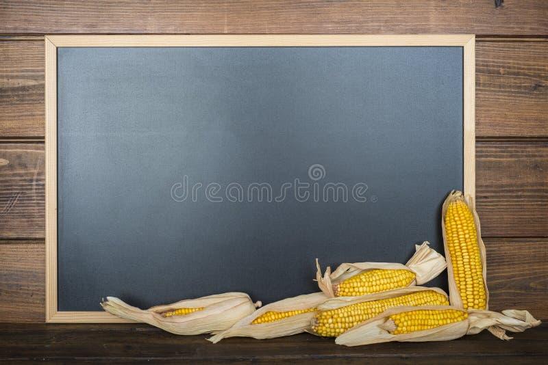 Tableau avec un espace et des céréales de copie photographie stock libre de droits