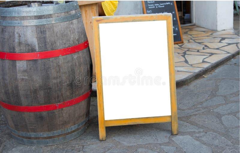 Tableau blanc devant un restaurant image libre de droits