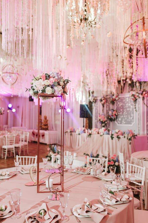 Tableau décoré pour épouser ou un dîner approvisionné différent d'événement image stock