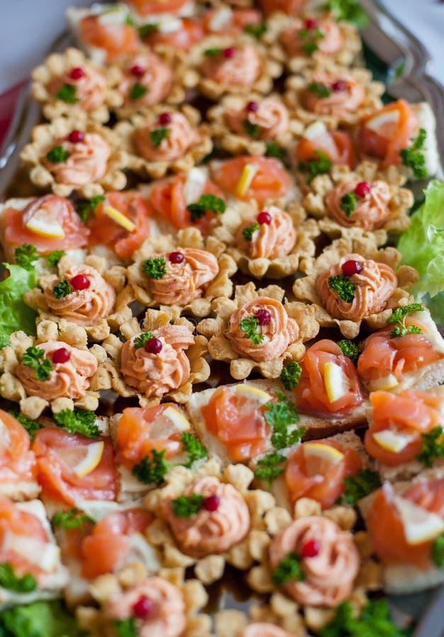 Tableau D'anniversaire Avec La Nourriture Et La Boisson Verre Et Repas D'alcool Image stock ...