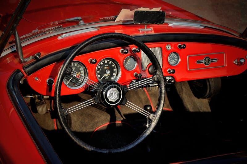 Tableau de bord du roadster britannique de porte du classique 2 de MGA 1500, 1960 image libre de droits