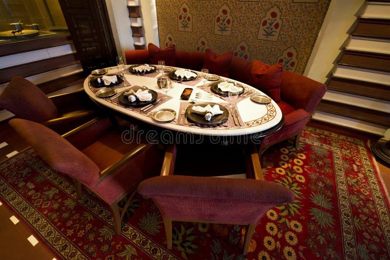 Tableau de fantaisie de restaurant dans un hôtel de lieu de villégiature luxueux photographie stock libre de droits
