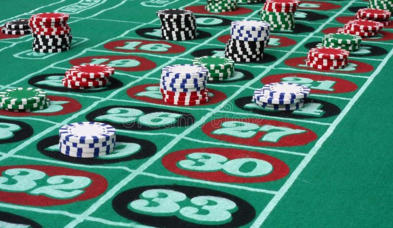 Tableau de roulette avec des puces photos libres de droits