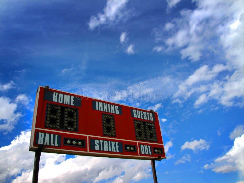 Tableau indicateur de base-ball et ciel bleu photographie stock