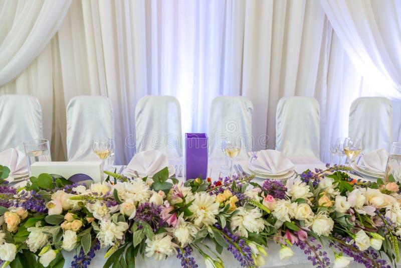 Tableau mis pour le mariage Ensemble de Tableau pour le dîner approvisionné d'événement photographie stock