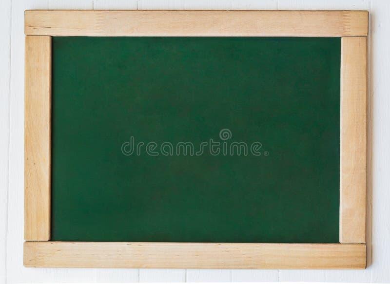 Tableau noir de tableau avec le cadre Fond vide vide de texture verte de tableau et cadre en bois photographie stock