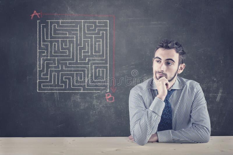 Tableau noir et un labyrinthe images libres de droits