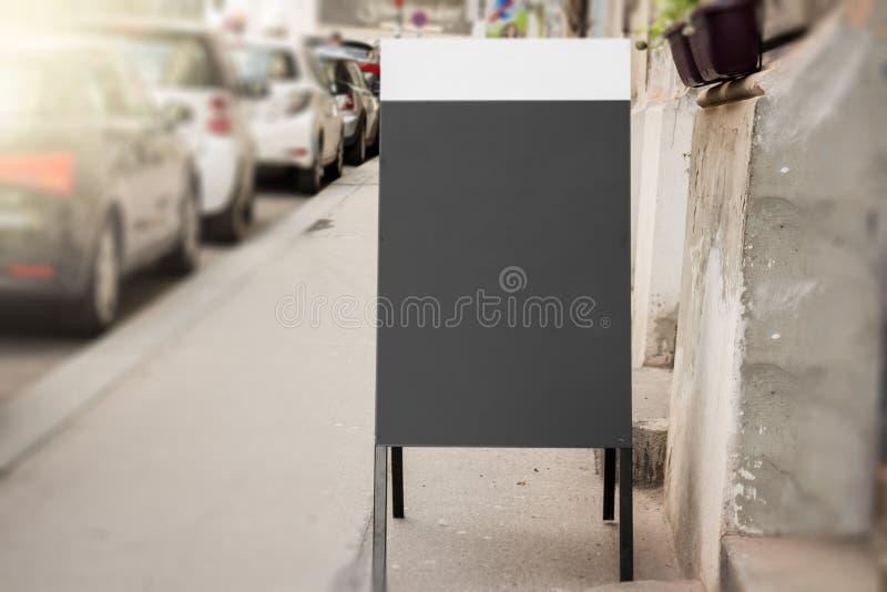 Tableau noir sur la rue image libre de droits