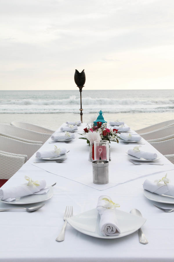 Tableaux décorés pour une réception de mariage. images libres de droits