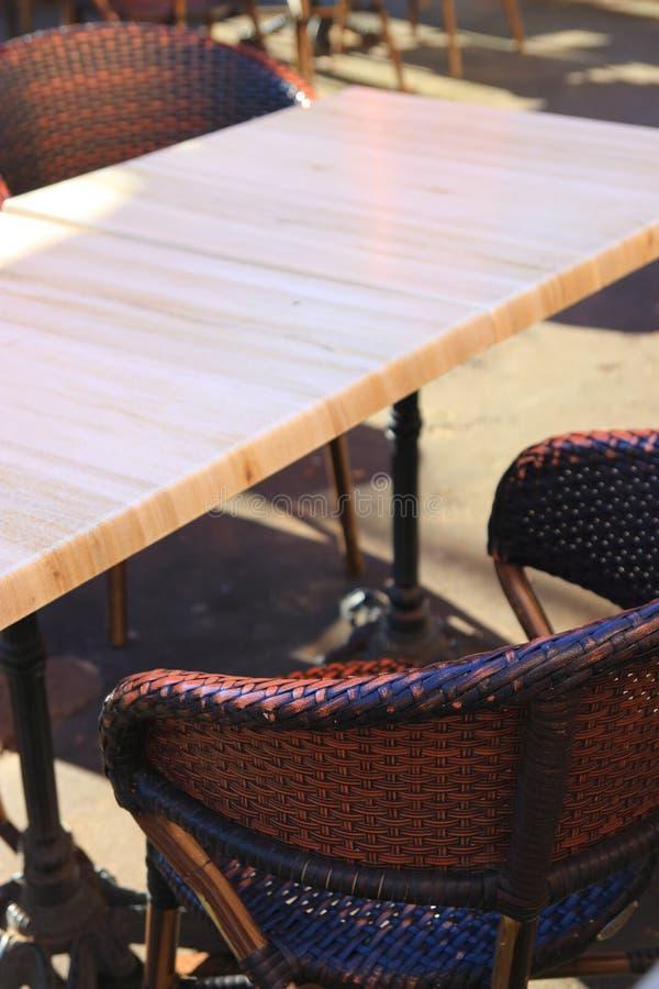 Tableaux et chaise d'une barre photos stock