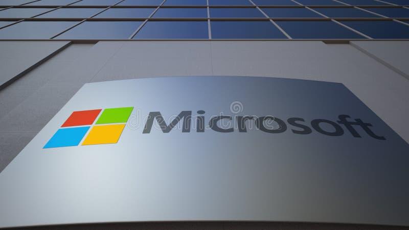 Tablero al aire libre de la señalización con el logotipo de Microsoft Edificio de oficinas moderno Representación editorial 3D foto de archivo libre de regalías