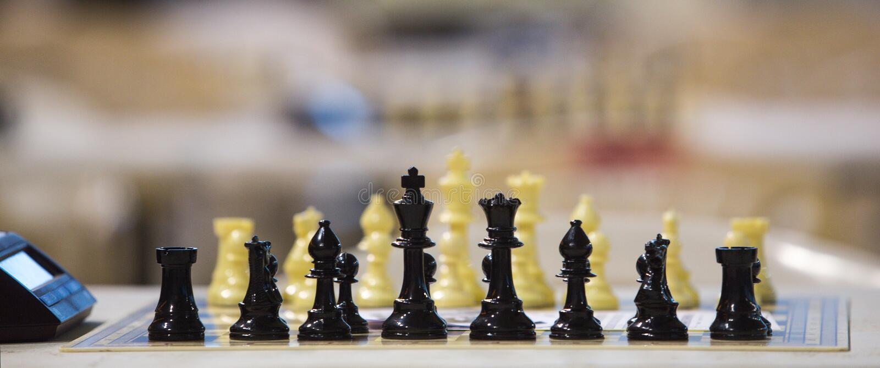 Tablero de ajedrez antes del torneo fotos de archivo